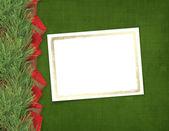 рождественская открытка с ветвей ели и ленты — Стоковое фото