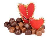 美味的巧克力和白色背景伊索拉的两个心 — 图库照片