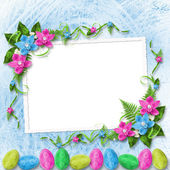 Pastel background with colored eggs and orchids to celebrate Eas — Stock Photo