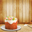 Celebratory cake decorated with sugar flowers to the Happy Easte — Stock Photo #9127609