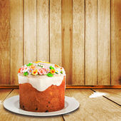 Celebratory cake decorated with sugar flowers to the Happy Easte — Stock Photo