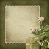 祝贺玫瑰和礼物的复古明信片 — 图库照片