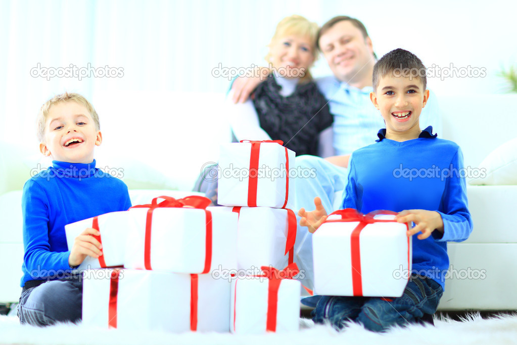 Boy and his family — Stock Photo #8454885