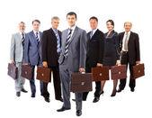 Obchodní tým tvoří mladí obchodníci a obchodní žen st — Stock fotografie