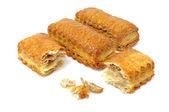 片状饼干与孤立在白色背景上的面包屑 — 图库照片