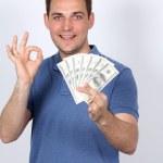hombre con dinero mostrando los pulgares para arriba — Foto de Stock