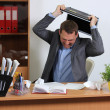 aggression man i office — Stockfoto