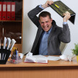 hombre de agresión en oficina — Foto de Stock