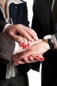 Vicino delle mani di business rendendo un mucchio — Foto Stock