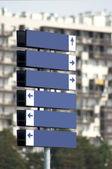 Poste indicador multidireccional de metal blanco — Foto de Stock