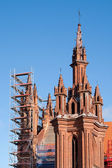 St. Anne Church renovation against a blue sky — 图库照片