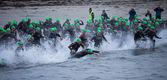 Triatlon yüzücüler — Stok fotoğraf