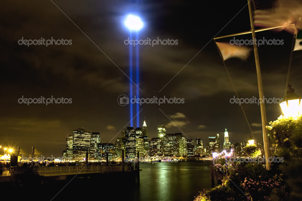 911 WTC Memorial Light Tribute at Manhattan downtown  Lizenzfreies Foto #9225445