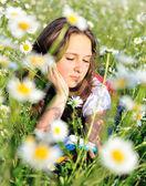Reading girl in field — Stock Photo