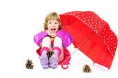 傘で笑っている女の子 — ストック写真