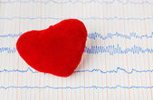 Toy heart on ecg — Stock Photo
