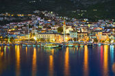 Town Makarska in Croatia at night — Foto de Stock