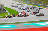 SEPANG, MALAYSIA - APRIL 10: Cars on track at race of Formula 1 — Zdjęcie stockowe