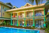Pool im hotel bei tropischen insel — Stockfoto