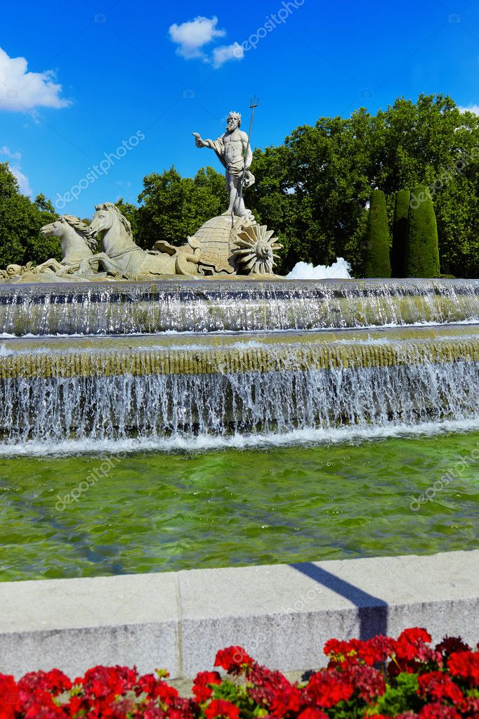 The fountain of Neptune in Madrid, Spain - architecture background — Stock Photo #8793353
