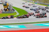 Sepang, malesia - 10 aprile: le auto sulla pista alla corsa della formula 1 — Foto Stock