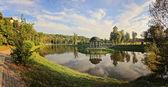Park sjön med lusthus — Stockfoto