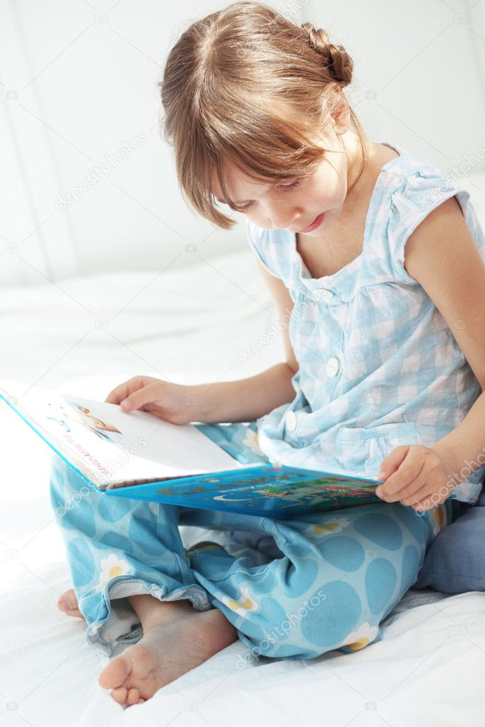 Portrait of 5 years old child reading book at home — Stock Photo #10456282