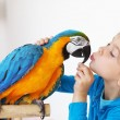 Child with ara parrot — Stock Photo #10684347