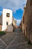 Small street in Italian town converging in perspective — Stock Photo
