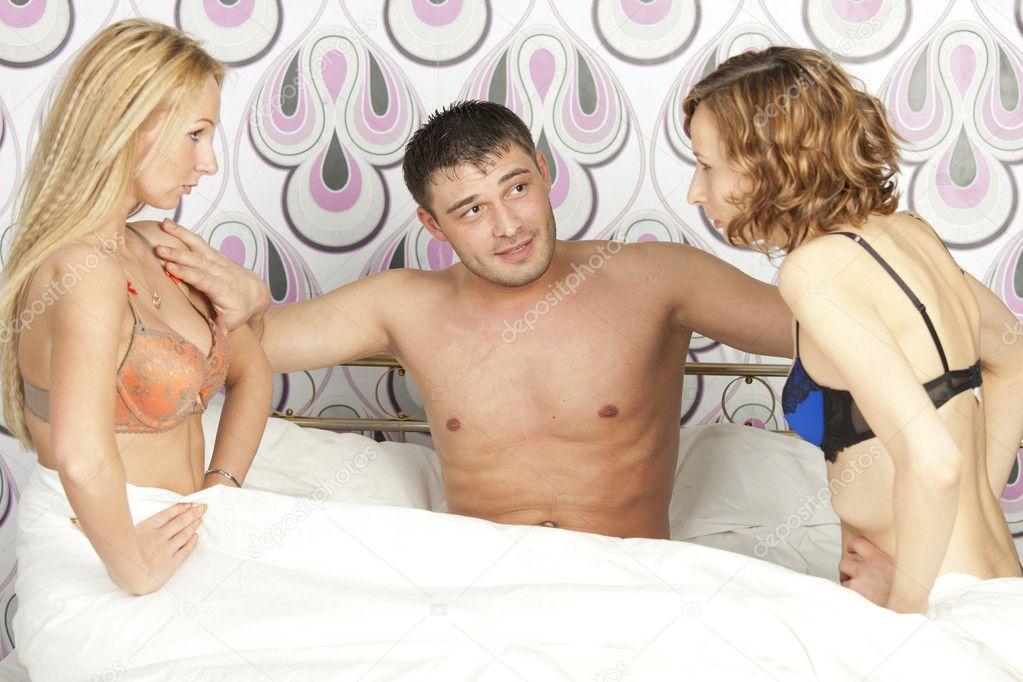 Image result for um homem com duas mulheres