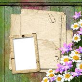 Kort för hälsning eller inbjudan på den abstrakta trä bak — Stockfoto