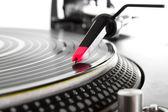 Plattenspieler vinyl mit musik spielen — Stockfoto