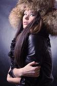 Krásná dáma v kožešinové čepice — Stock fotografie