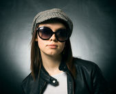 Girl in a cap and sunglasses — Foto de Stock
