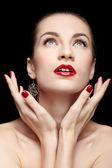 Vacker brunett kvinna — Stockfoto