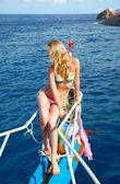 Ragazza bionda su yacht — Foto Stock