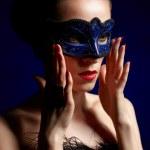 wunderschöne Frau mit Maske — Stockfoto