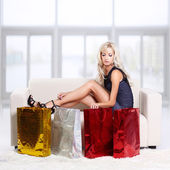 Blond girl on sofa — Stockfoto