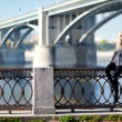 Beautiful woman with bridge on the background - Foto Stock