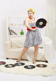 Blonde frau mit vinyls — Stockfoto