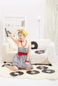 Blonde vrouw met vinyls — Stockfoto