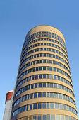 Modern office building over sky — Stock fotografie