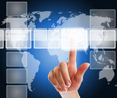 Kvinnlig hand trycka på en knapp på en pekskärm gränssnitt — Stockfoto