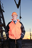 Worker in an oil field. — Stock Photo
