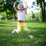Little girl jumping — Stock Photo