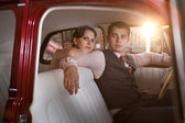 Pretty couple in the vintage car — Stock Photo