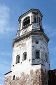 Středověká věž s hodinami ve městě vyborg — Stock fotografie