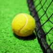 Tennis ball on the court — 图库照片