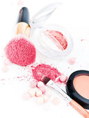 Make-up eyeshadows and cosmetic brush — Stock Photo