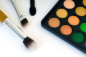 Make-up eyeshadows and cosmetic brush — Stock Photo